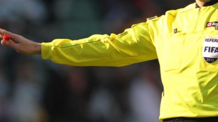 Futbolseverler hakem hatalarını neye bağladı ?