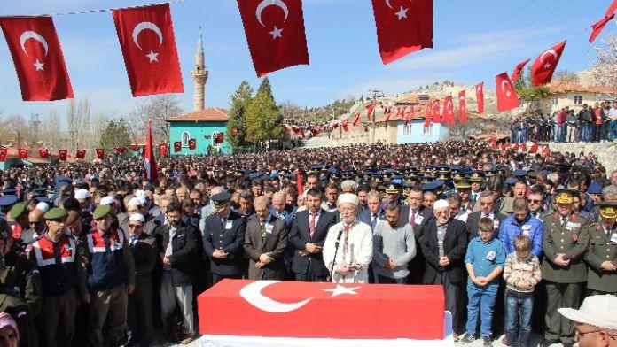 Şehidin cenaze törenine 10 bin kişi katıldı