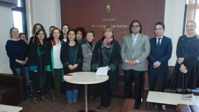 Avukatlar 8 Mart Dünya Kadınlar Günü'nü Kutladı