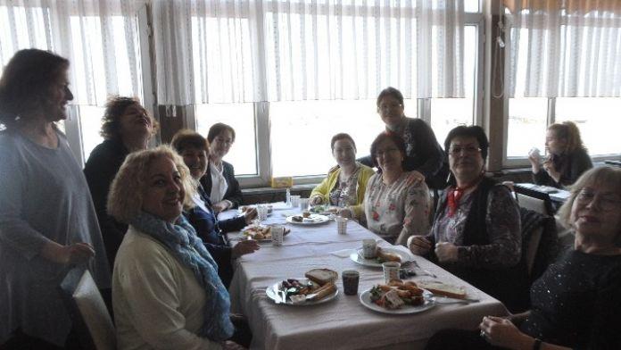Kadınlar Kahvaltı'da Bir Araya Geldi