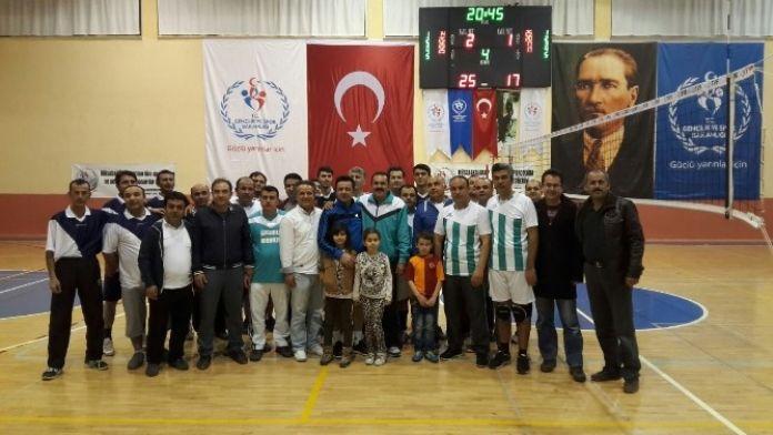 Karaman'da 14 Mart Tıp Bayramı Voleybol Turnuvası Sona Erdi