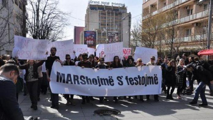 Kosovalı kadınlar şiddeti protesto için yürüdü