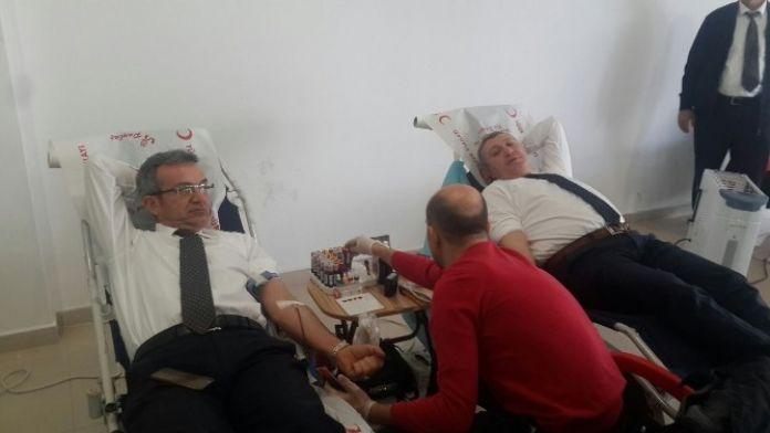 Başkan Köşker'den Kan Bağışı