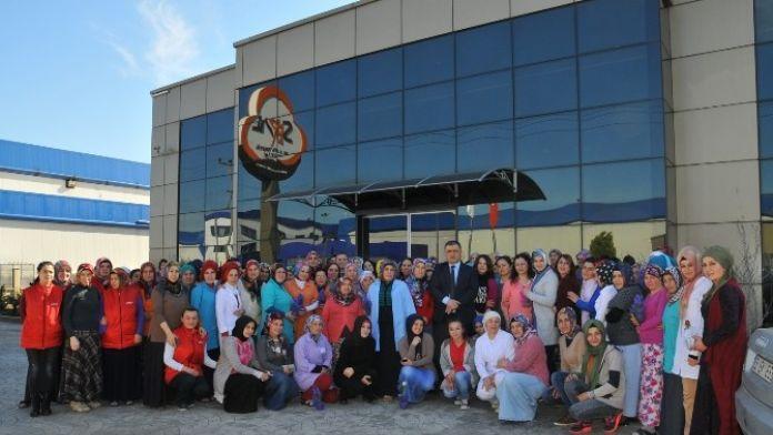 Tekstil Fabrikası Kadın Çalışanları Unutmadı