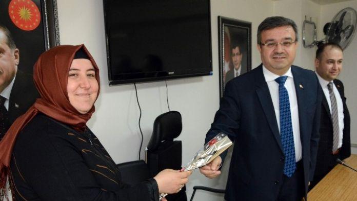 Başkan Yurdunuseven Basın Toplantısında 'Bayan Gazetecileri' Unutmadı