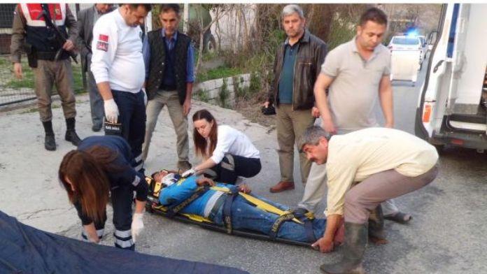 Devrilen motosikletteki 2 kişi yaralandı