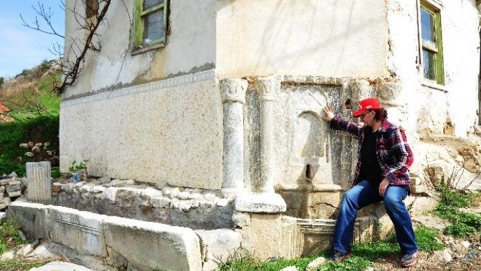 Tarihi Bizans Çeşmesi Zamana Direniyor