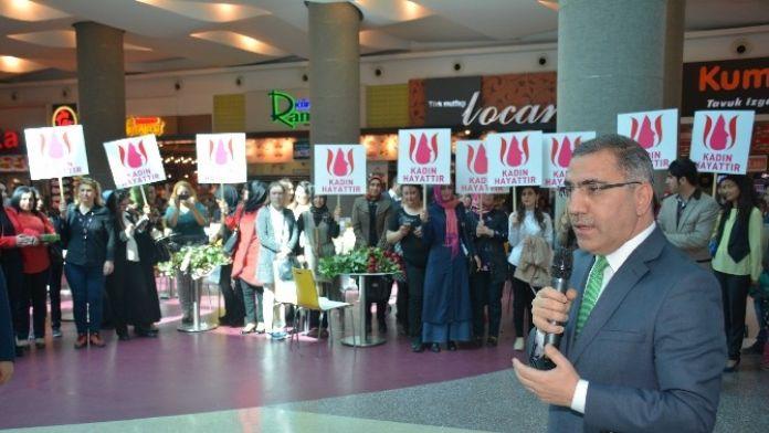 Çelikcan'dan Adanalı Kadınlara Kırmızı Güllü Kutlama