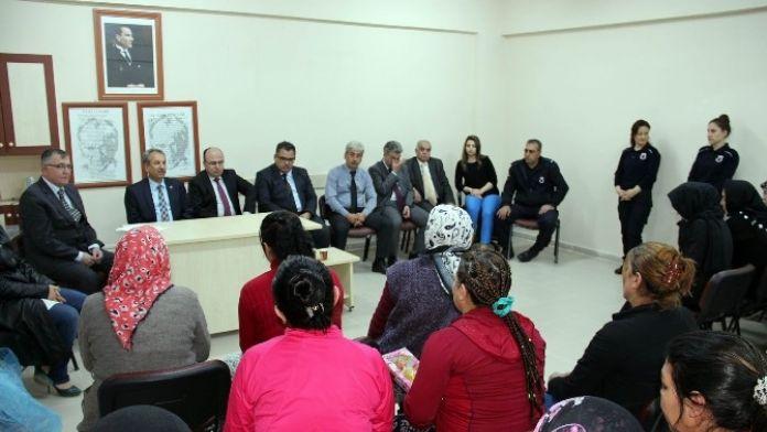 Başkan Akkaya Kadın Mahkumları Ve Çapa Yapan Kadınları Unutmadı