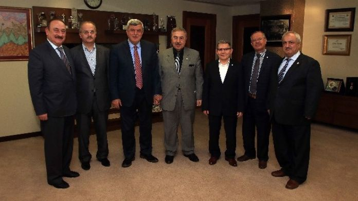 Başkan Karaosmanoğlu, 'Yeni Anayasa Türkiye İçin Elzemdir'