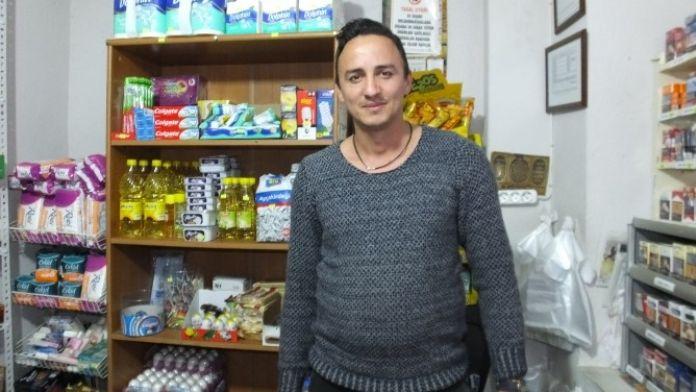 Dedesinin Anısına Bakkal Dükkanı Açtı