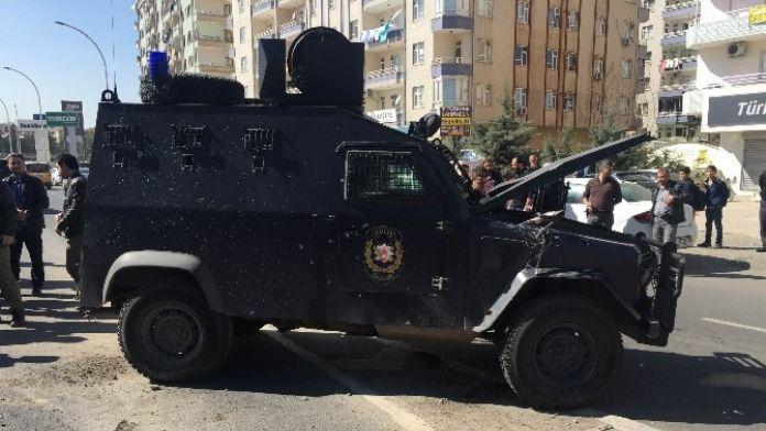 Zırhlı Polis Aracı Devrildi: Üç Yaralı