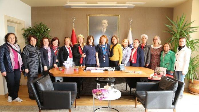 Dünya Emekçi Kadınlar Günü'nde Kadın Başkan Vekiline Ziyaret