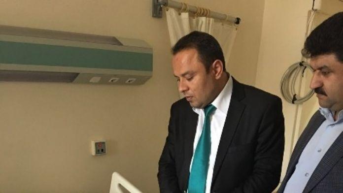 AK Parti Yönetimi Kazada Yaralanan Belediye Başkanı Atak'ı Ziyaret Etti