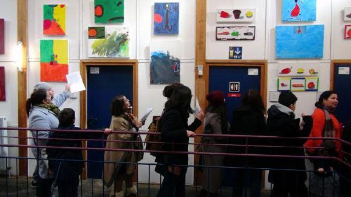 Köln'de çocuklar 'Renklerin Kardeşliği' adlı resim sergisi açtı
