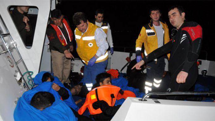 Mültecileri taşıyan tekne battı: 5 ölü