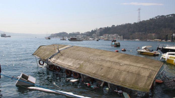 Bebek sahilinde tekne battı