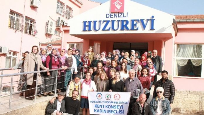 Kadın Meclisi Huzurevi'ni Ziyaret Etti