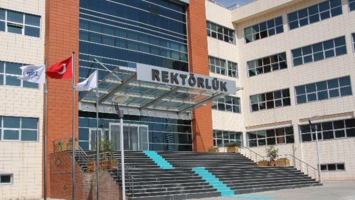 Üniversite Kalite Yönetim Sistemi Bayrakları Dalgalanıyor