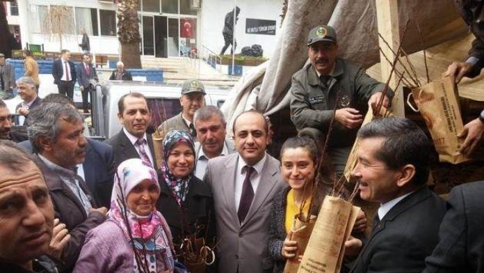 Kiraz'da Kestane Üreticilerine Ekipman Ve Fidan Desteği