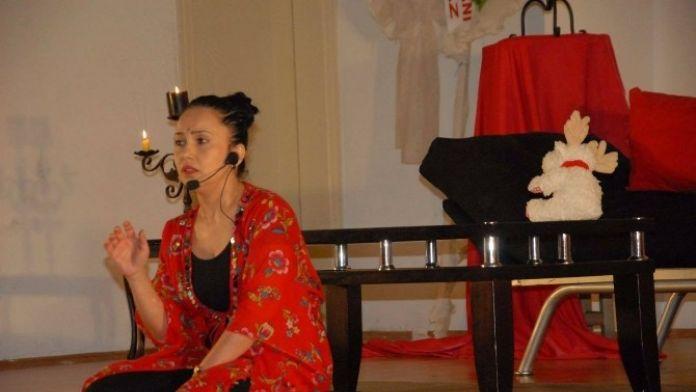 Köyceğiz'de Engelli Annelerini Konu Alan Tiyatro Oyunu Sahnelendi