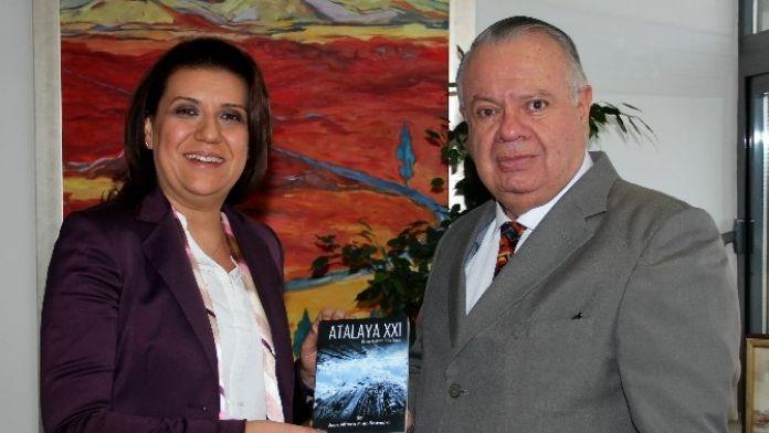 Kolombiya Büyükelçisinden Çankaya Belediyesi'ne Ziyaret