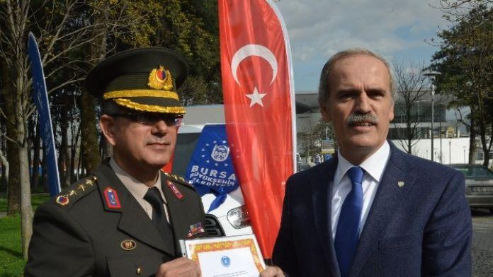 Bursa'dan Terörle Mücadele Eden Askerlere Kestane Şekeri