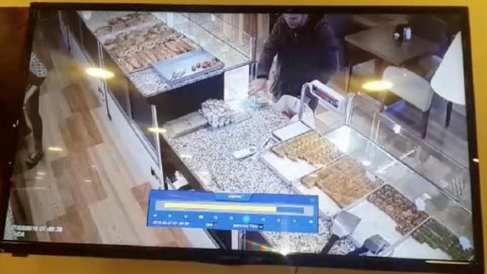 Sadaka kutusu hırsızlığı kamerada