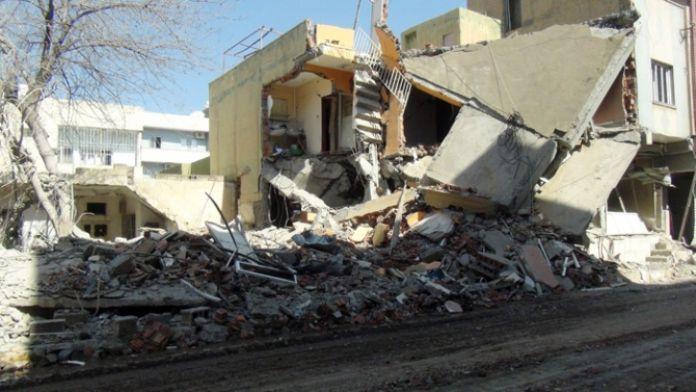 Nusaybin'deki patlama 2 katlı bina çöktü