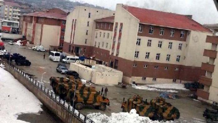Yüksekova'daki öğretmenler pazartesiden itibaren idari izinli