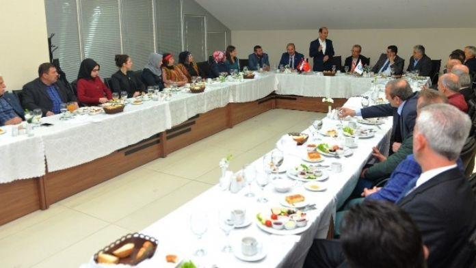 Başkan Edebali'ye Mesafeleri Kısaltan Ziyaret