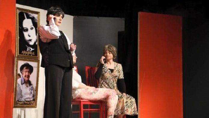 'Kadınlar Hep Gülmeli' Tiyatroseverler İle Buluştu