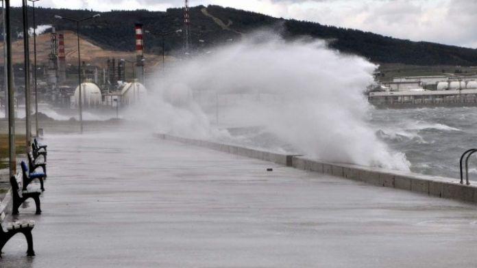 Ege'de Sağanak Yağış Ve Kuvvetli Fırtına Uyarısı
