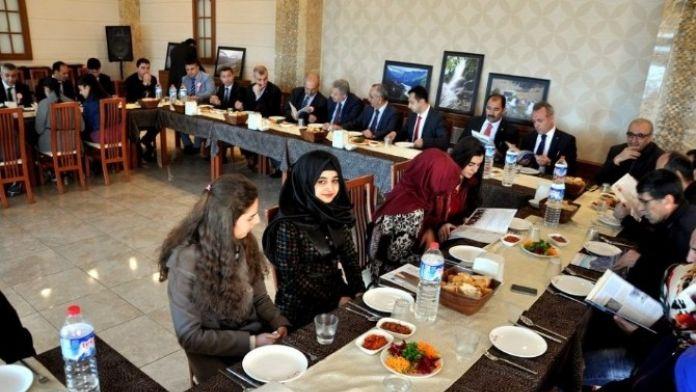 'Ben Erzincan'ı Yönetseydim' Konulu Kompozisyon Yarışmasında Başarılı Olan Öğrenciler Bir Araya Geldi