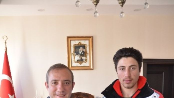 Sarıkamış Kaymakamı Karaman, Milli Sporcuyu Makamında Kabul Etti