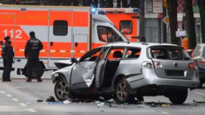 Berlin'de bomba yüklü araç patlatıldı