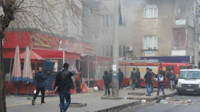 Diyarbakır'da yaralı polislerin yardımına vatandaşlar koştu