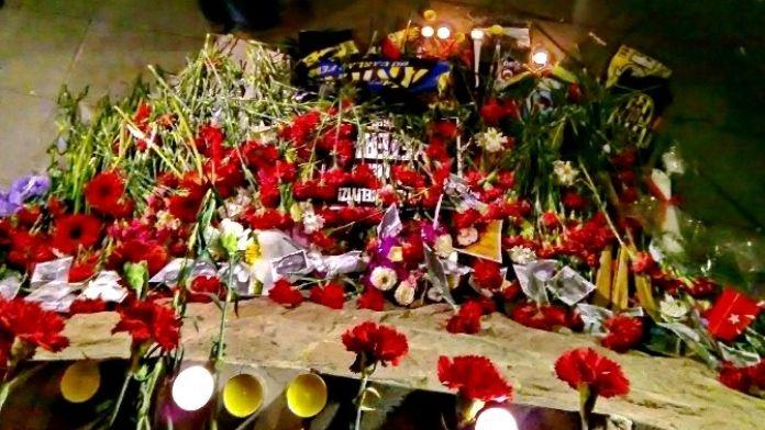 Kızılay'daki Saldırıda Ölenlerin Anısına Karanfil Bırakıldı
