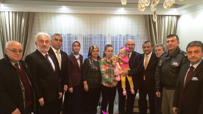 Şehit polisin eşine hayırsever desteğiyle ev alındı