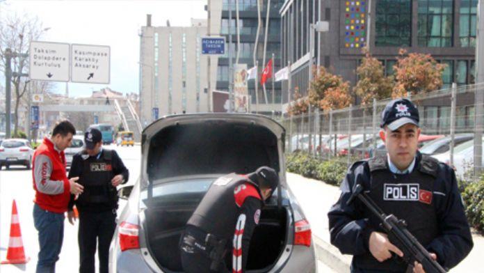 İstanbul'da vatandaştan polise tam destek
