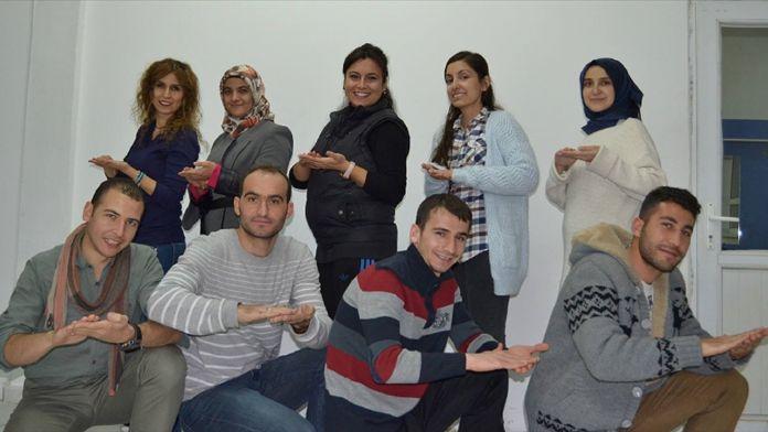 Öğretmenlerden işaret dili ile Çanakkale Türküsü