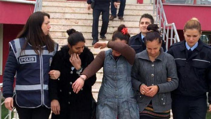 Kapı zillerine basıp evleri kontrol eden 3 kadına gözaltı