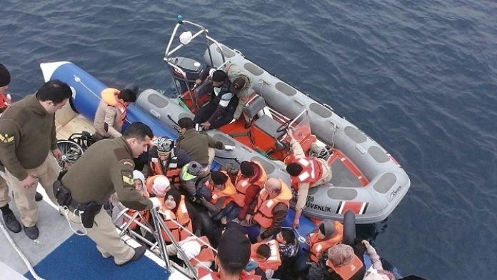 İzmir'de 54 kaçak göçmen yakalandı