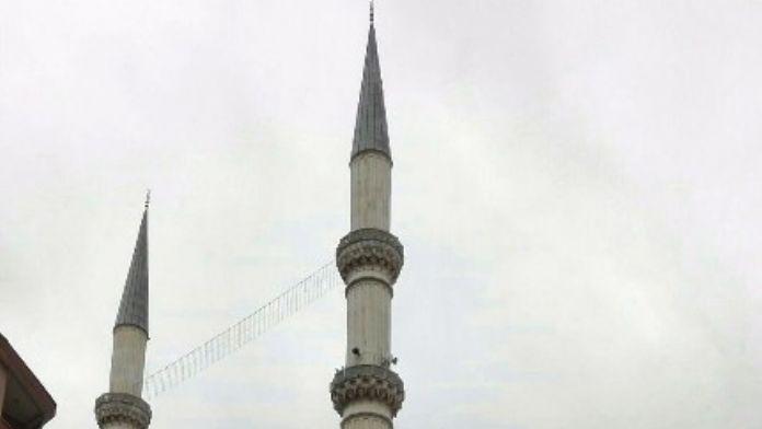 Çifte Minareli Camilere Mahya Takıldı