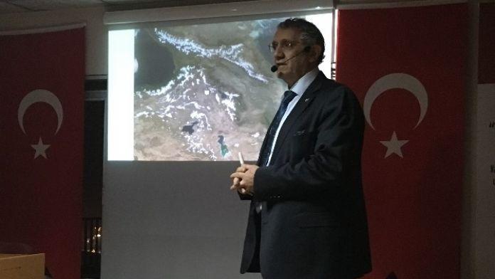 Prof. Dr. Ceylan, 'Iğdır Tarihinde Urartu İzleri' Konulu Konferansta Konuştu