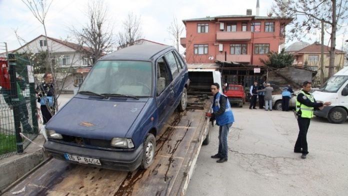 Başiskele'de Hurda Araçlar Toplanıyor