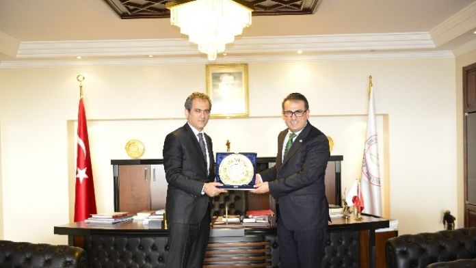 Demirtaş, Rektör Özer'i Ziyaret Etti