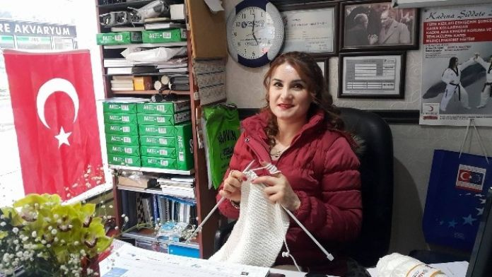 Türk Kızılayı İlmek İlmek Sevgi Örüyor