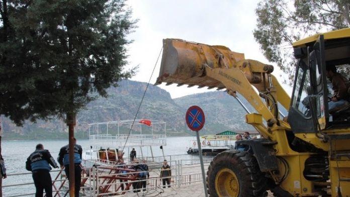 Zabıtadan Halfeti'de Kaçak İskele Ve Dubalara Uygulama