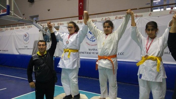 Yunusemre'nin Judo'daki Başarıları Sürüyor